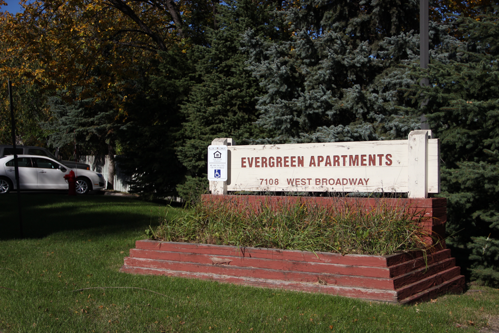 evergreen-apartments-building-sign