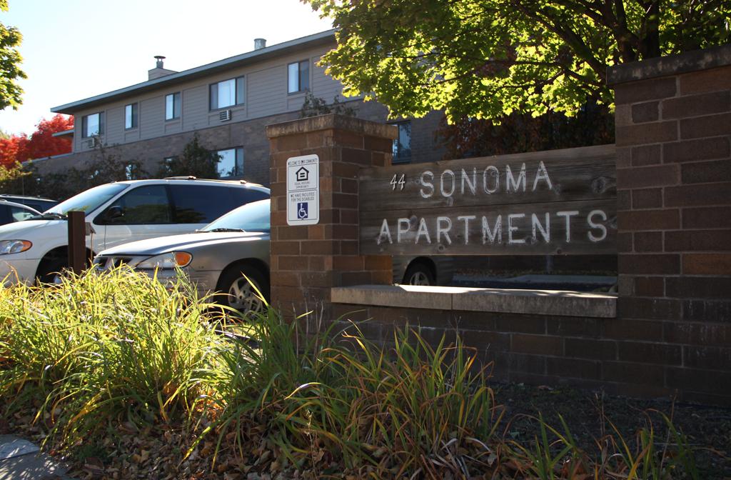 sonoma-apartments-building-sign